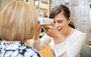 Устройство для определения положения центров зрачков глаз
