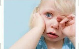 Почему от лука слезятся глаза и как чистить лук без слез