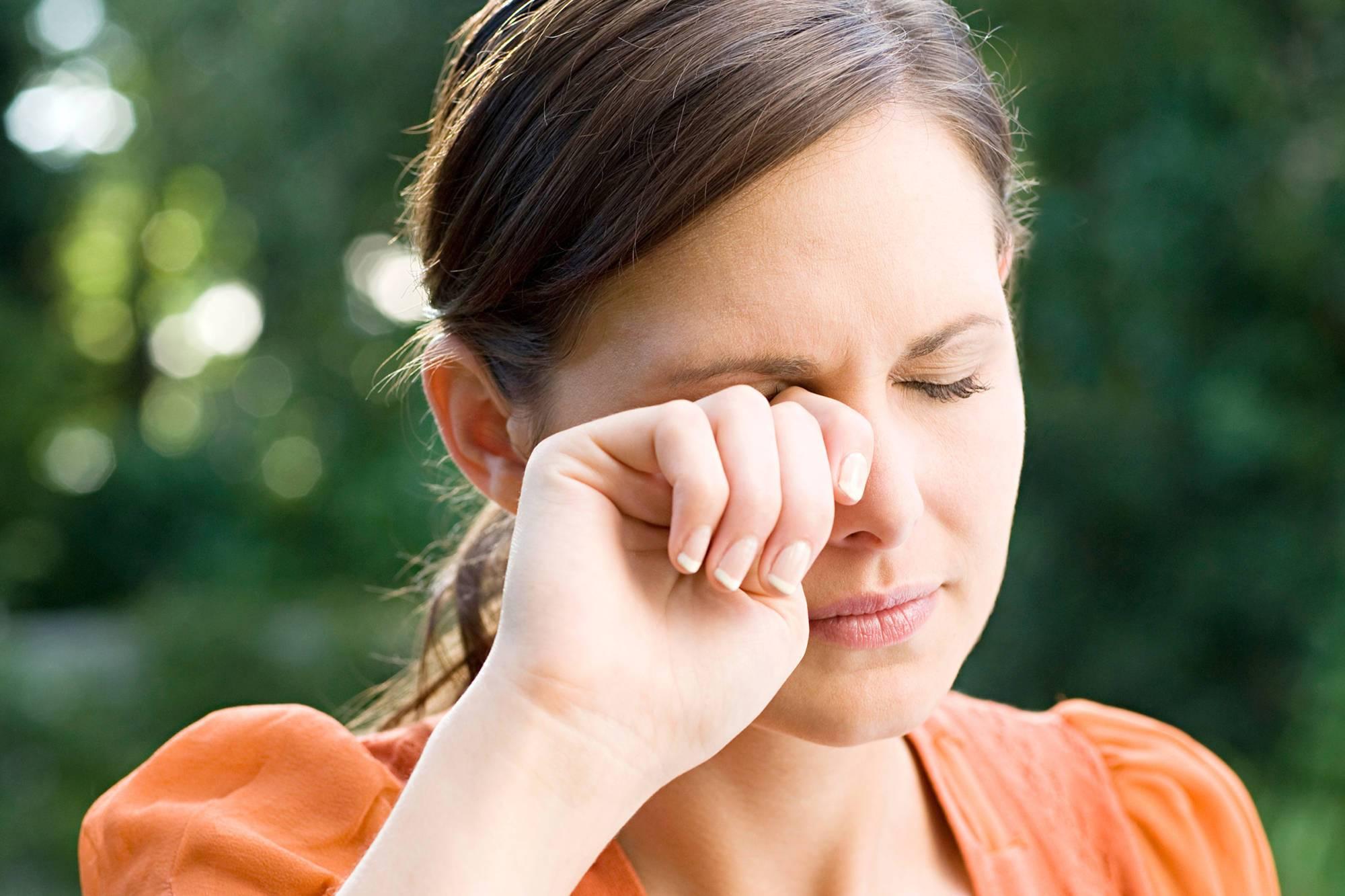 Резкая боль в глазу: причины колющей боли oculistic.ru резкая боль в глазу: причины колющей боли