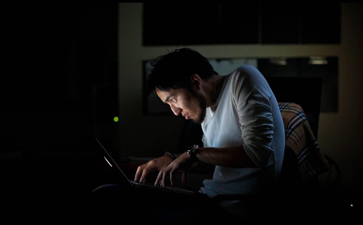 Почему нельзя работать за компьютером в потемках