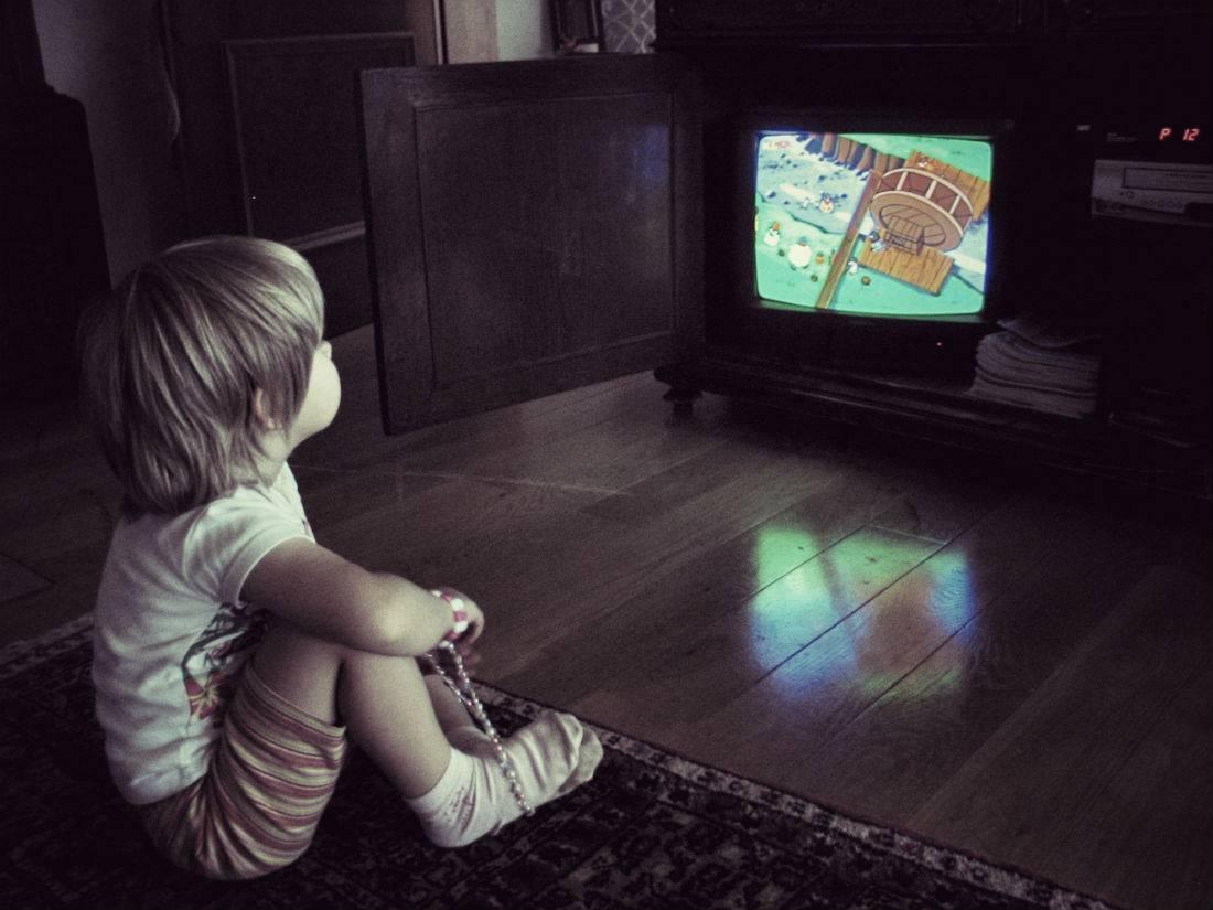 Излучение от телевизора: опасность и меры предосторожности