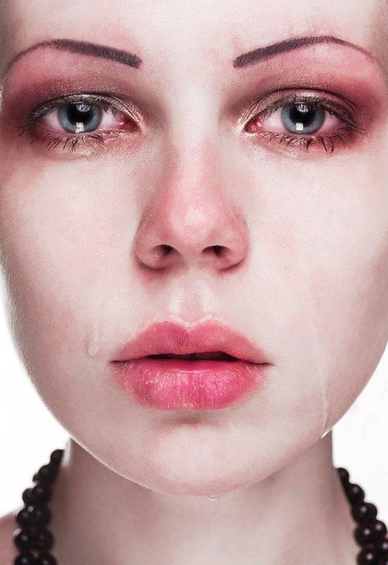 Глаза опухли от слез, как убрать отек. как быстро убрать отек с обоих глаз или с одного глаза: связь причины и метода лечения | школа красоты
