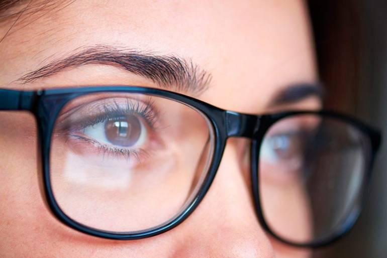 Зрение плюс или минус 0,5: нужны ли очки, как улучшить?
