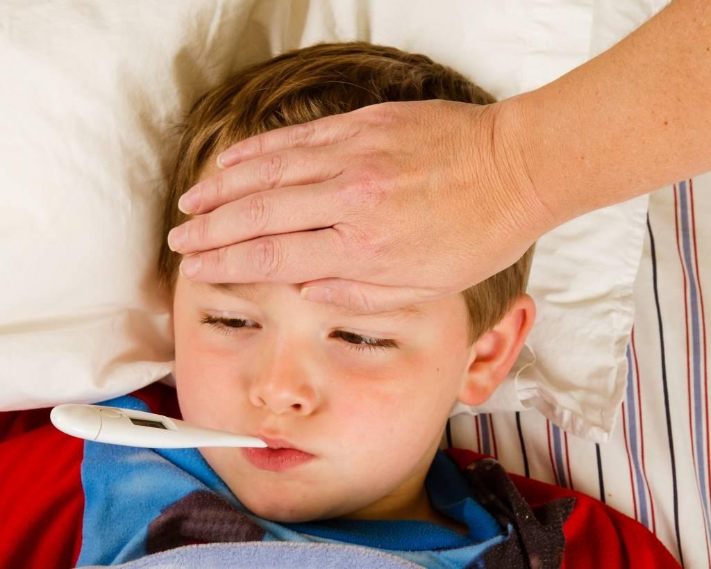 Болят глаза у ребенка: причины и лечение