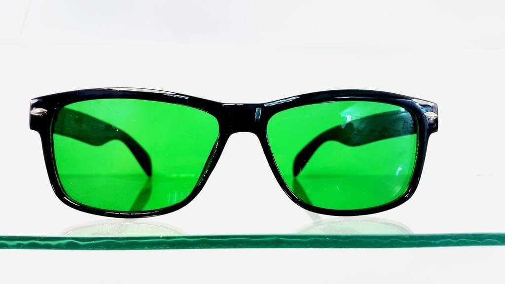 Очки глаукомные: что такое зеленые линзы, как действуют окуляры