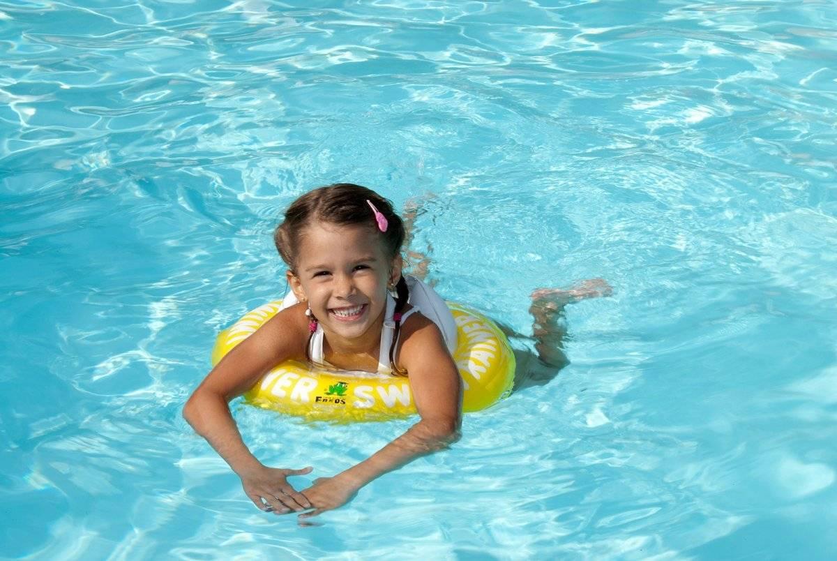 Опасное удовольствие: а можно ли плавать в бассейне в линзах? чем это чревато для глаз?