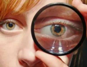 Один глаз видит хуже другого