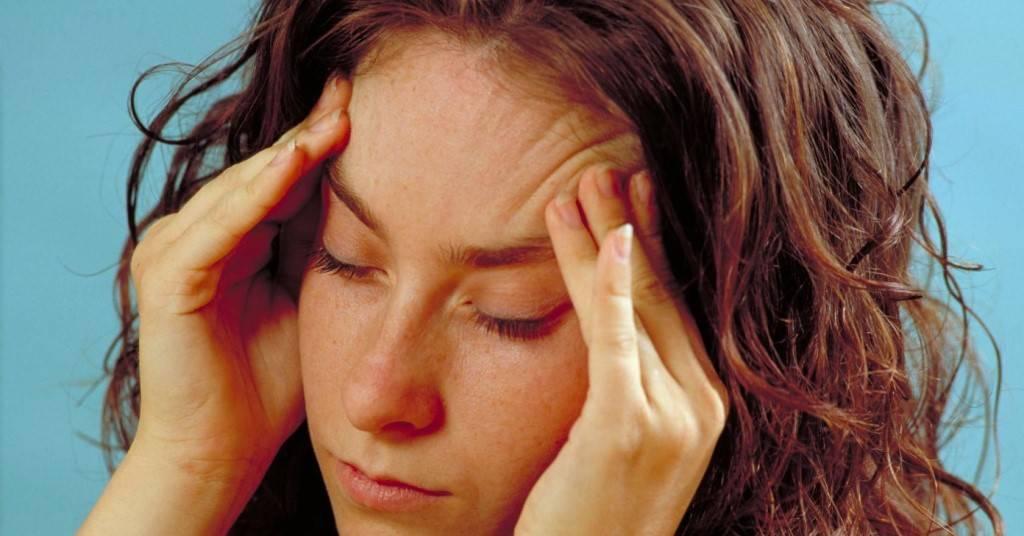 Жжение в глазах: причины, лечение, сопутствующие симптомы (песок в глазах, печет, слезотечение, резь, боль, зуд), народные средства
