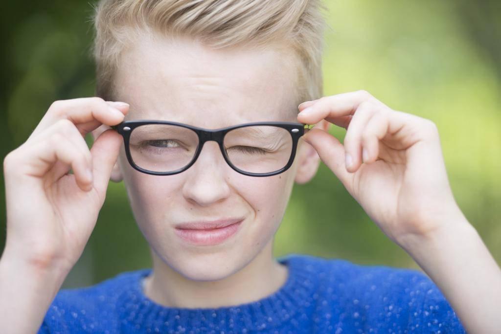 Годовалый ребёнок стал периодически зажмуривать глаза - вопрос детскому неврологу - 03 онлайн