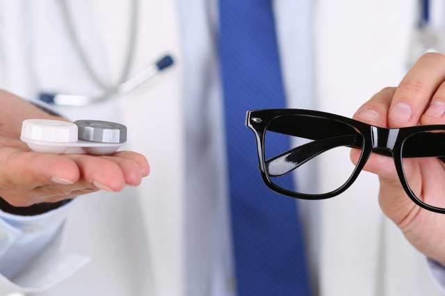 Что лучше очки или линзы? как сделать правильный выбор?