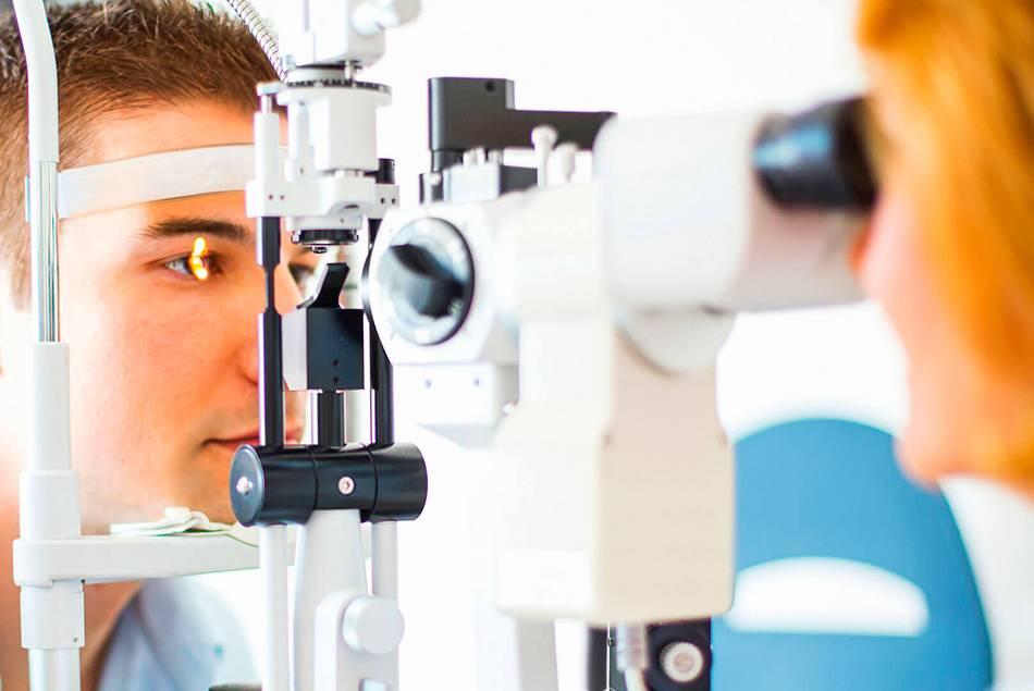 Офтальмолог: кто это и какие болезни лечит этот врач