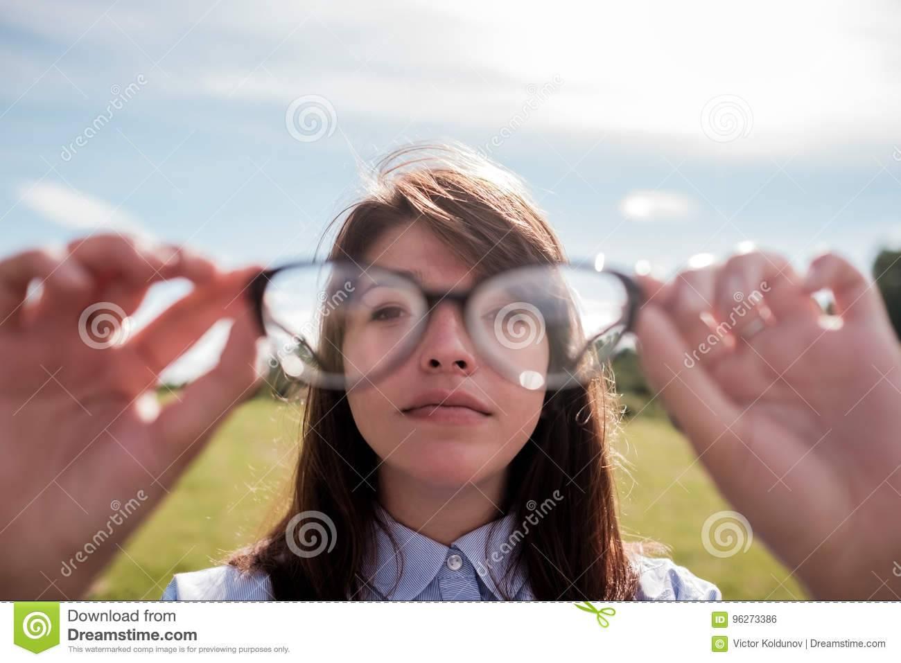 Как видит человек с астигматизмом - много фото