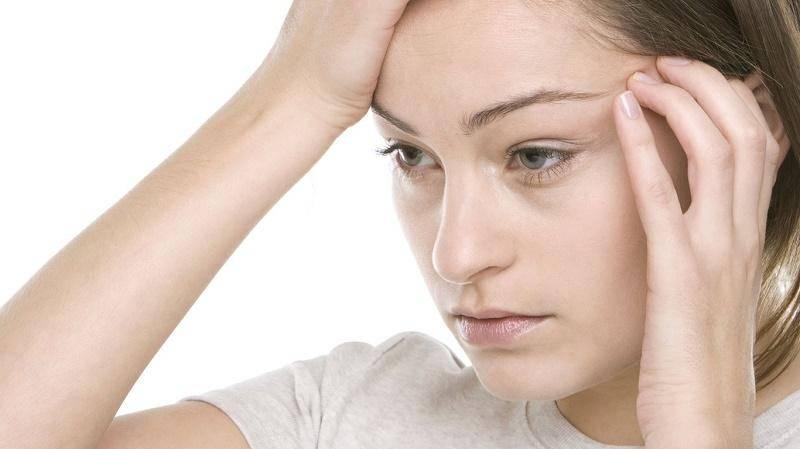 Почему болит левый глаз