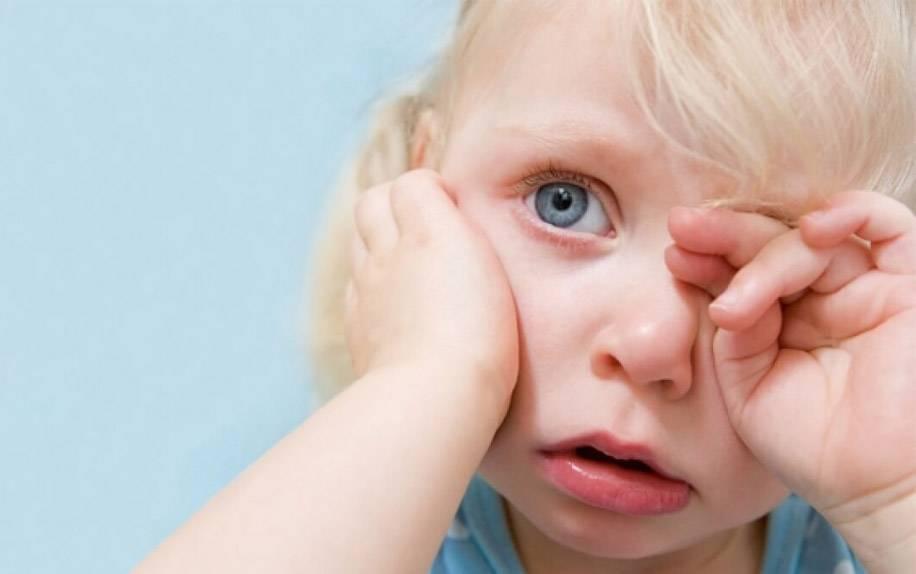 Что делать, если у ребенка гноятся глаза: причины, обзор всех способов лечения