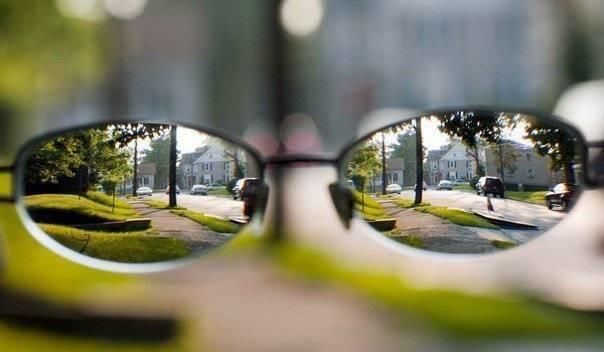 Зависит ли острота зрения от минуса зрения (для близоруких?)