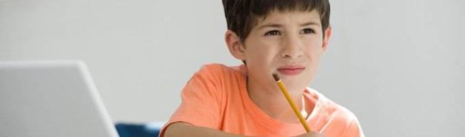 Почему ребёнок часто моргает глазами, причины и лечение, мнение комаровского