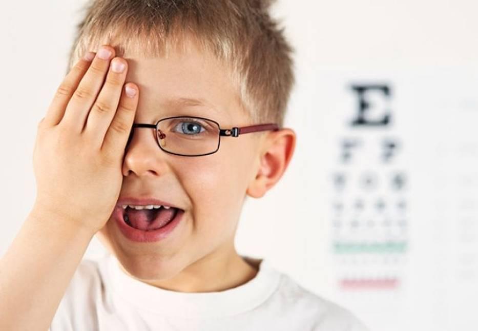 У ребенка упало зрение на одном глазу