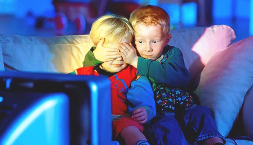Почему врачи запрещают долго смотреть телевизор и в чем заключается риск?