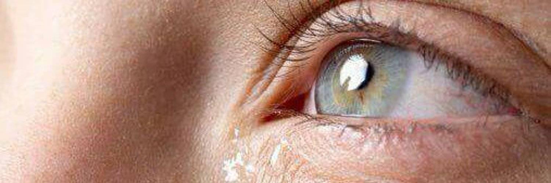 Очень пекут глаза что делать. чайные примочки и промывания. почему щиплет глаза, причины и лечение симптома - про жкт