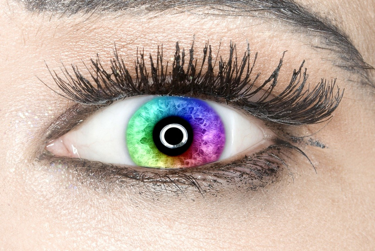 Контактные цветные линзы для глаз, только для изменения цвета: разница с традиционными, приносят ли вред, виды