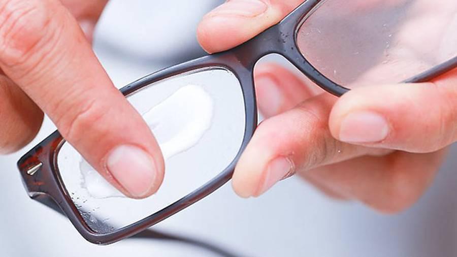 Как убрать царапины со стекол очков