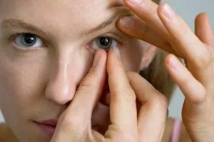 После контактных линз болит голова