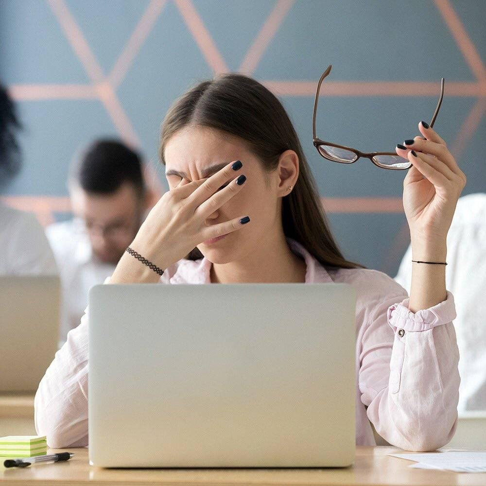 «смартфон сильно утомляет глаза». офтальмолог— отом, как сберечь зрение