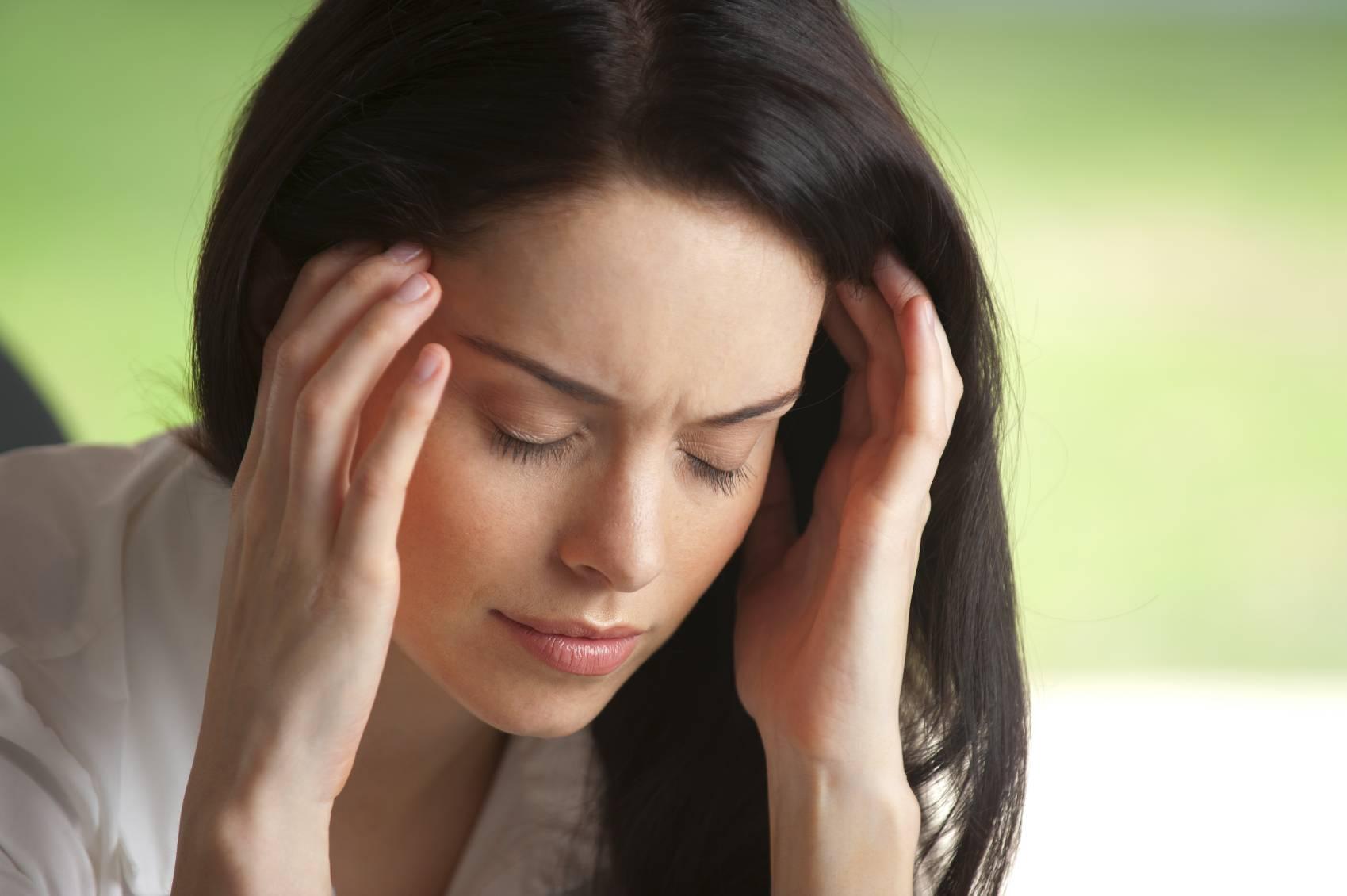 Почему болят глаза после сна