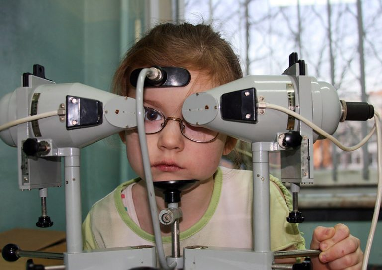 Аппаратное лечение близорукости у детей: отзывы, физиотерапия, гимнастика и упражнения для глаз при детской миопии