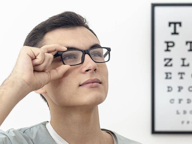 Почему в контактных линзах мутно, линзы мутнеют на глазах — что делать?