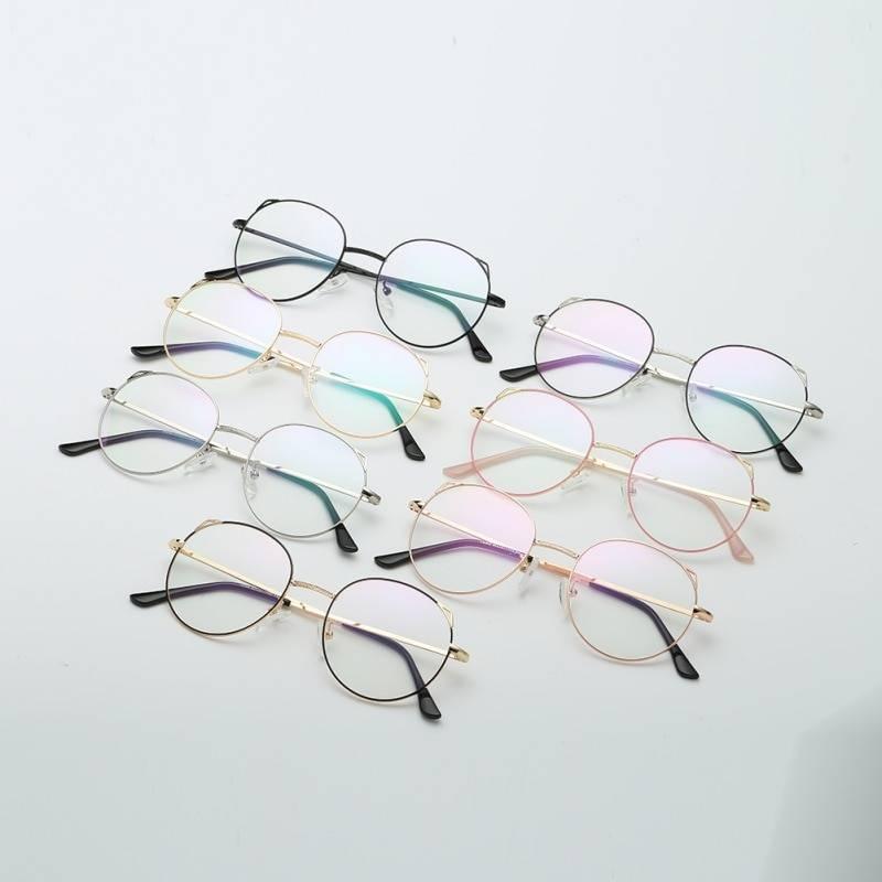Пластиковые очки: стоит ли покупать или выбрать стекло?
