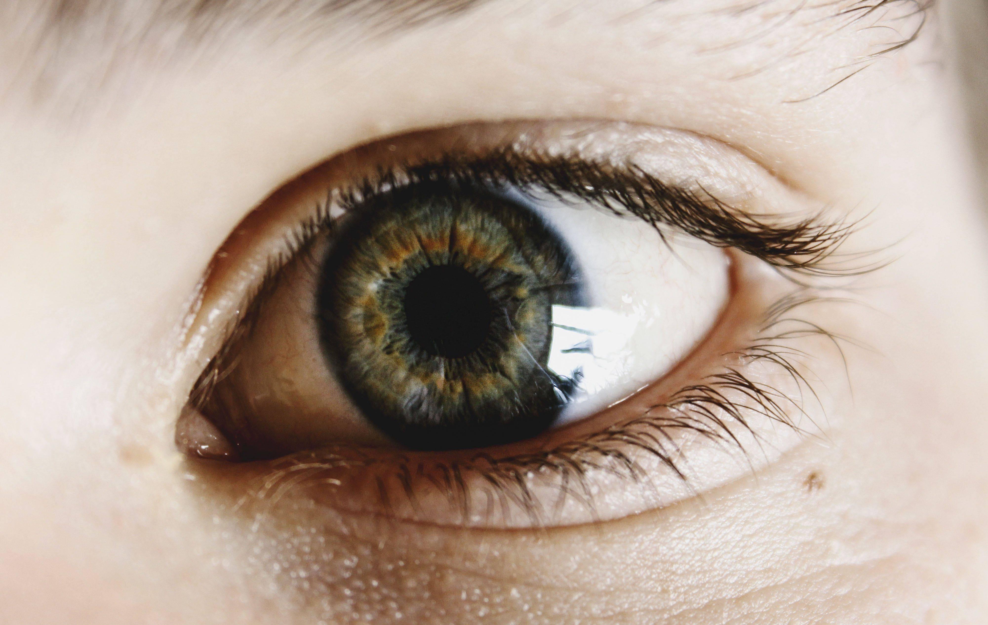 Забота о глазах в первые месяцы после операции