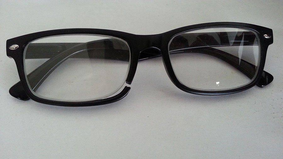Сломанные очки: нужен ремонт