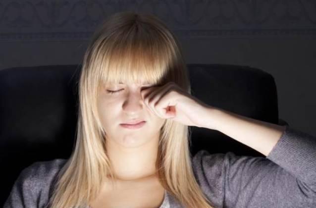 Почему человек часто моргает глазами при разговоре. мы в соцсетях