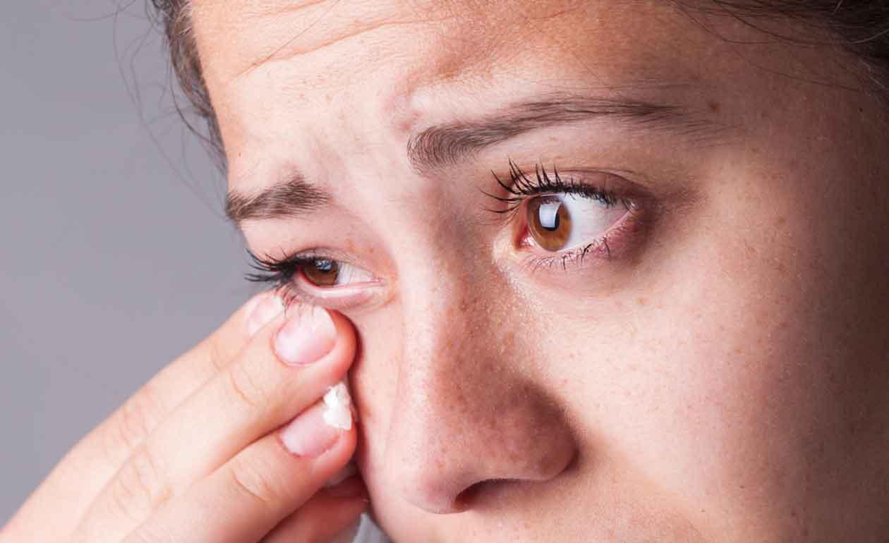 Можно ли окончательно избавиться от этого недуга? если слезятся глаза у взрослого: что делать