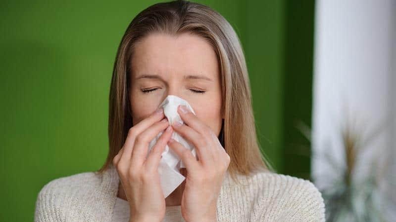 У ребенка слезятся глаза и насморк, текут сопли, температура при прорезывании зубов - чем лечить гной при простуде