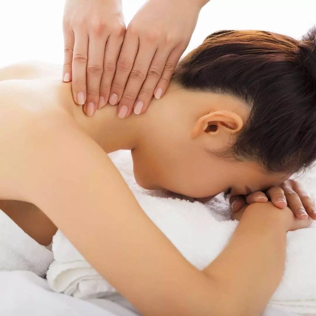 Как правильно делать массаж шеи и плеч: авторские техники, видео
