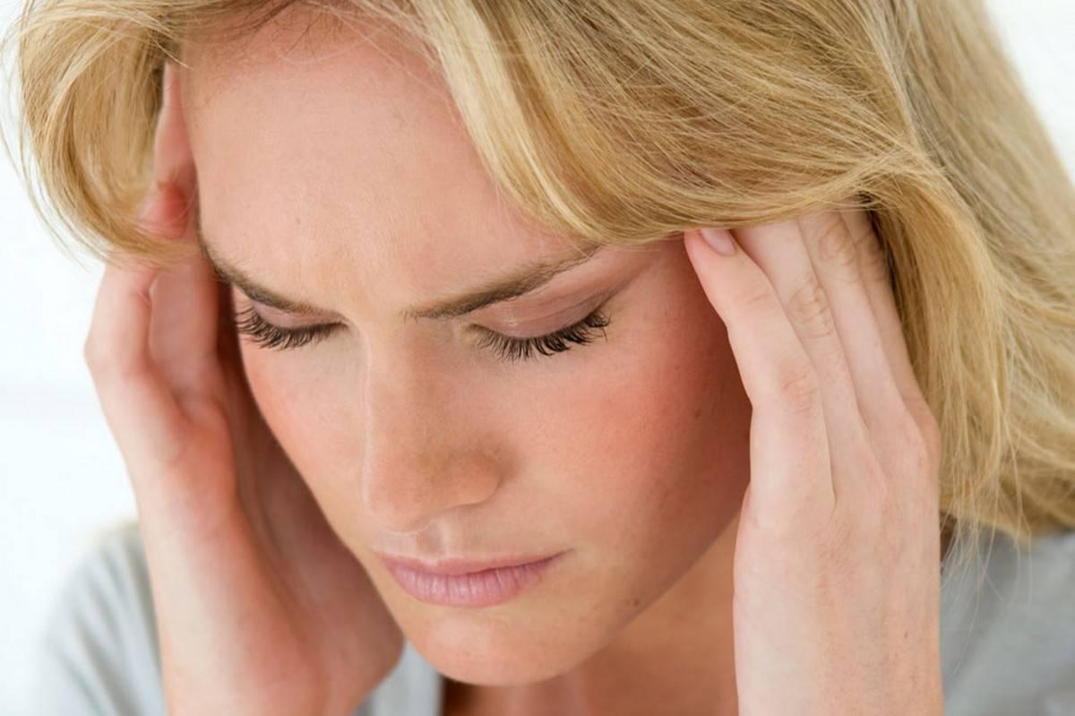 Мигрень, простуда или другие причины? почему болит голова и слезятся глаза