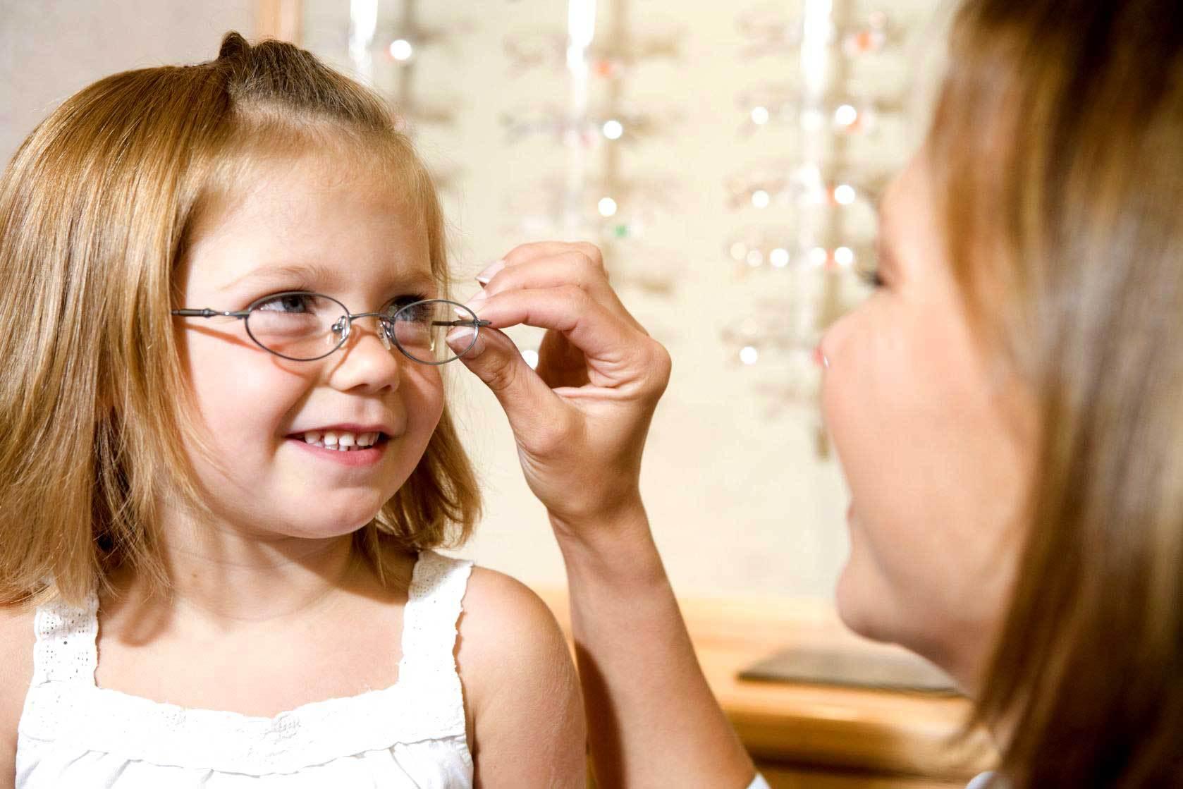 Поддается ли лечению близорукость у детей дошкольного и школьного возраста?