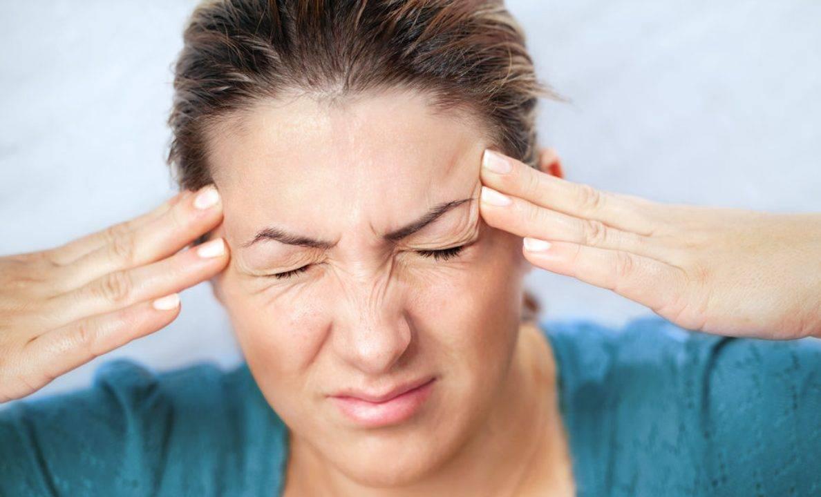 Слезятся глаза и болит голова