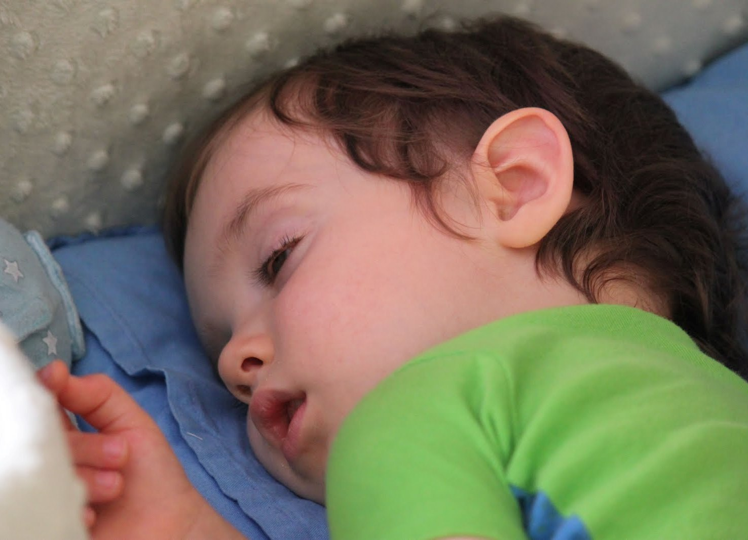 Закатывание глаз у взрослых и детей - причины, что это значит