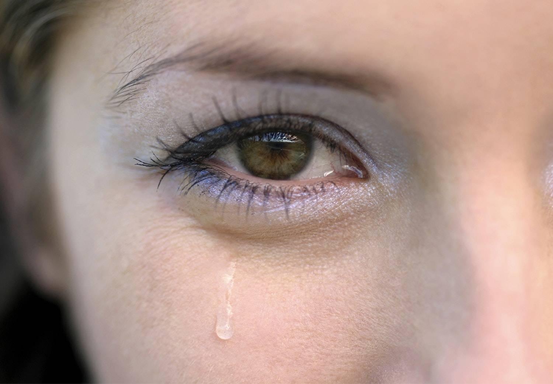 Слезится глаз у ребенка на улице: почему это происходит, от чего слезы из одного зрительного органа на холоде