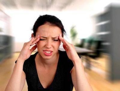 Болит голова от линз: причины, профилактика и лечение
