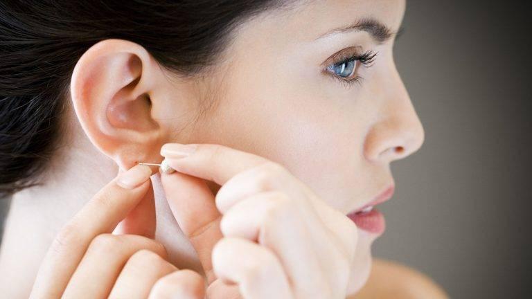 Прокалывать уши иглой безопаснее, чем пистолетом. правда или мифы о пирсинге, в которые многие люди до сих пор верят