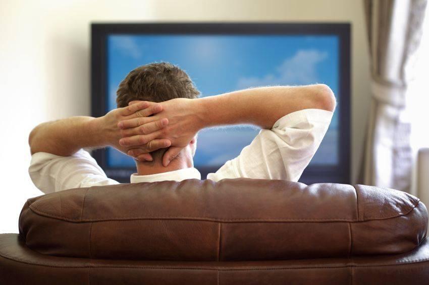 Можно ли смотреть телевизор в темноте
