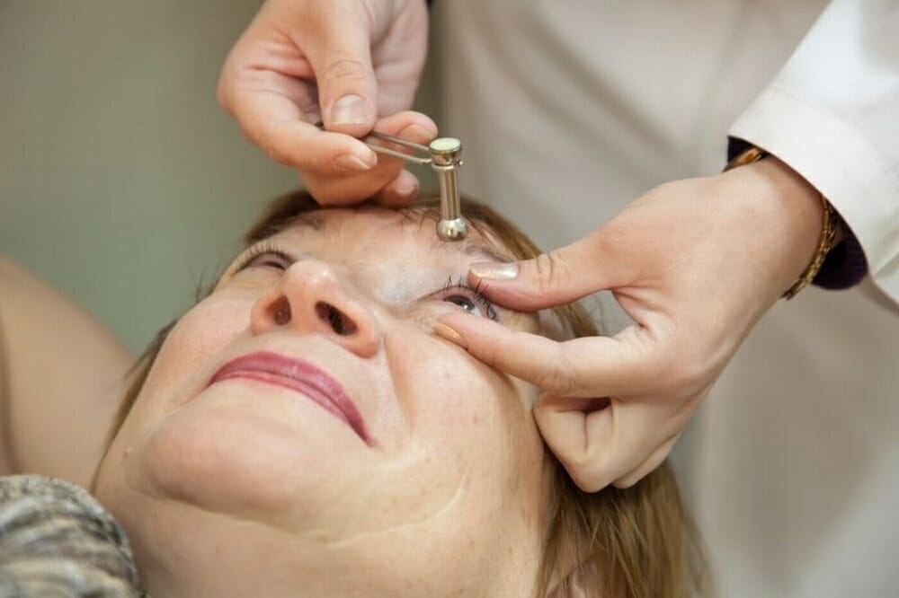 """Измерение внутриглазного давления: методы - """"здоровое око"""""""