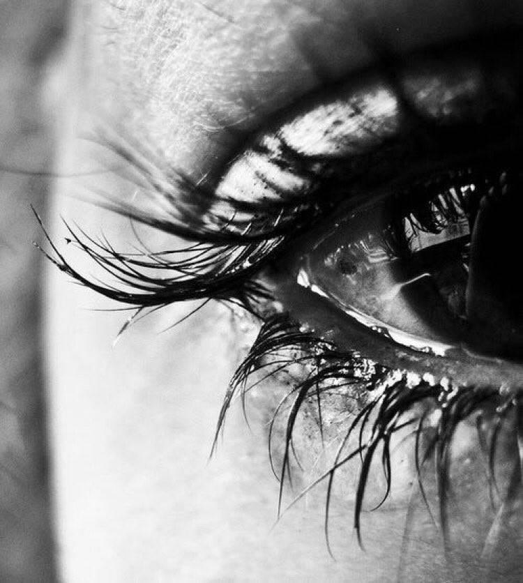 """Как быстро снять отеки с глаз после слез: советы, народные рецепты """"здоровое око"""""""