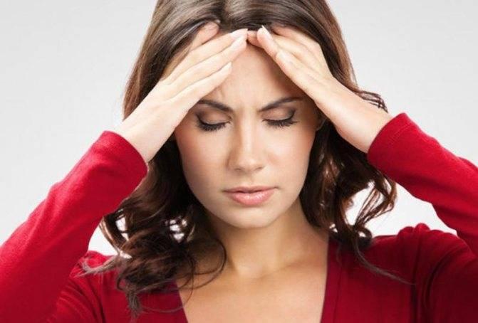 Почему дергается веко глаза: симптомы, причины и лечение