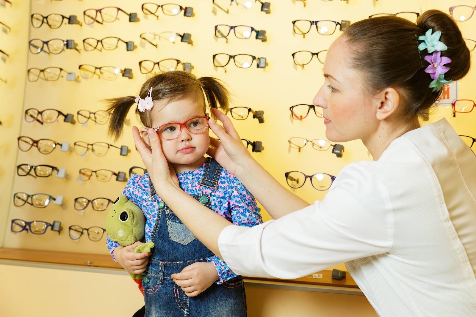 Какие нужны очки при дальнозоркости и как правильно их подобрать