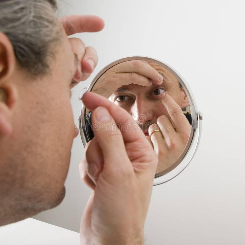 Как носить контактные линзы? как правильно снять и одеть их, уход, срок ношения